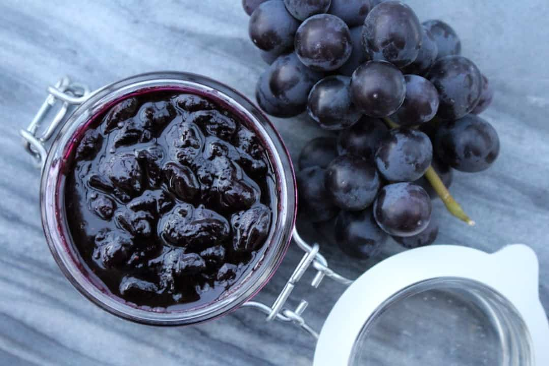 chickens grapes